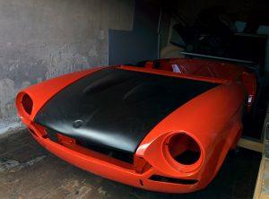 Fiat Spider 124 Abarth Karosserie in schwarz-rot